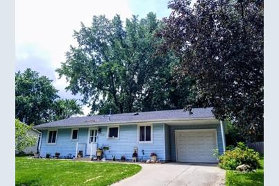 938 Redwood Drive, Apple Valley, MN 55124