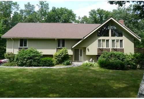 9 Colonial Dr - Photo 1