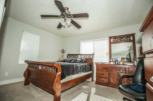 8445 West Oak Street - Photo 18