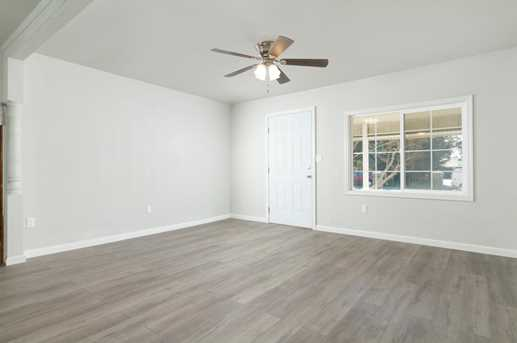 1583 2nd Ave - Photo 2