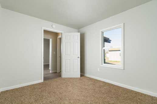 1583 2nd Ave - Photo 4