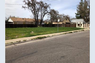 111 North Santa Barbara Avenue - Photo 1
