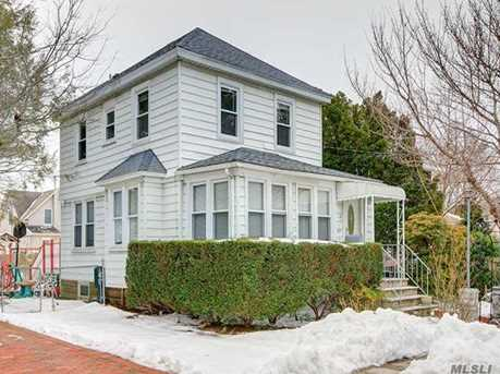 47 Willoughby Ave - Photo 1
