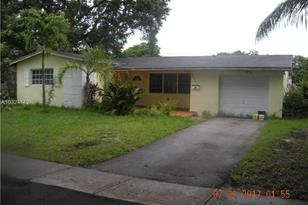 4909 SW 90th Ter - Photo 1