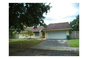11102 SW 129th Pl - Photo 1