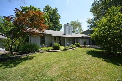 Tremendous 248 Savoy Drive Lake Saint Louis Mo 63367 Home Interior And Landscaping Palasignezvosmurscom