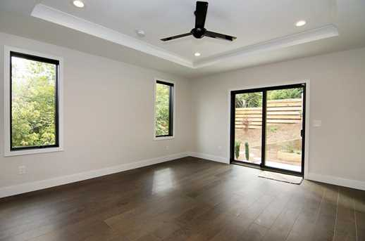 407 Collins Ave - Photo 14
