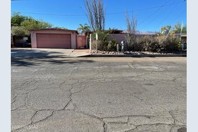 4311 E Seneca Street - Photo 1