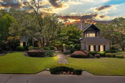 4100 Greenview Drive - Photo 1