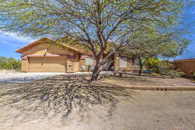 11727 N Henness Road - Photo 1