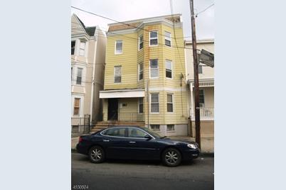 187 Parker St - Photo 1