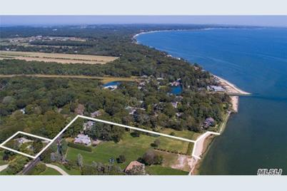 1175 Peconic Bay Blvd - Photo 1