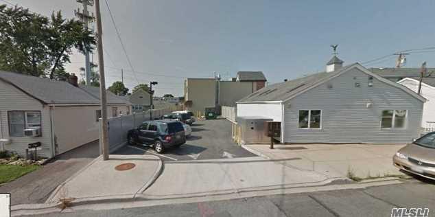 14 Willis Ave - Photo 2