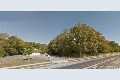 93 E Montauk Highway - Photo 1