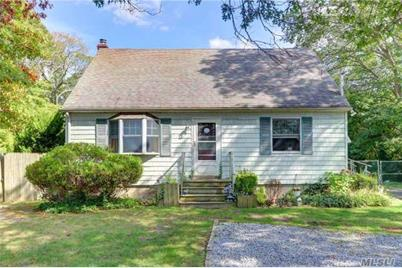 105 Patchogue Holbro Rd - Photo 1