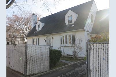 189-18 89 Ave - Photo 1