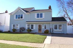 348 Seaford Ave - Photo 1