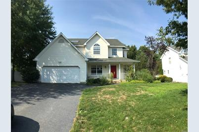 28 Long House Way, Commack, NY 11725
