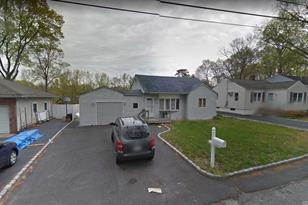 89 Hiddink St Sayville NY 11782