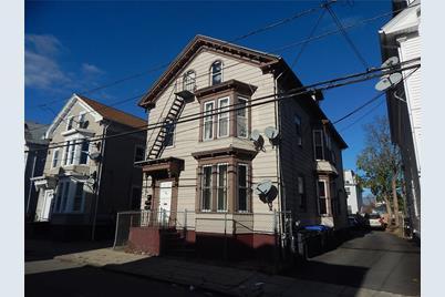 211 Hanover Street - Photo 1