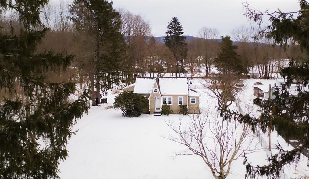 68 Tinker Town Rd, Dover Plains NY  12522-6016 exterior