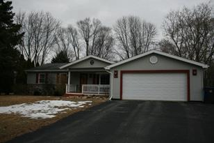 240  Meadowbrook Dr - Photo 1