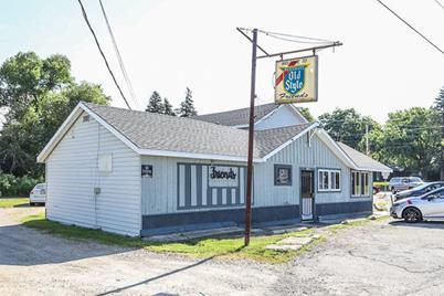 W1112 N Lake Shore Dr - Photo 1