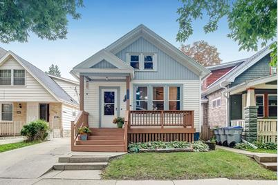 Miraculous 2525 S Brisbane Ave Milwaukee Wi 53207 Beutiful Home Inspiration Cosmmahrainfo