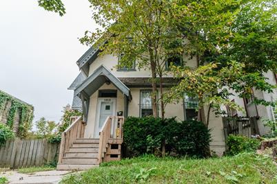 2315 N Oakland Ave - Photo 1