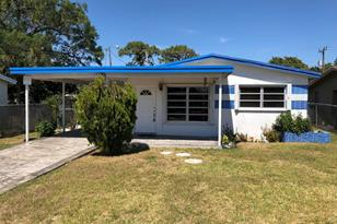 3121 SW 12th Place - Photo 1