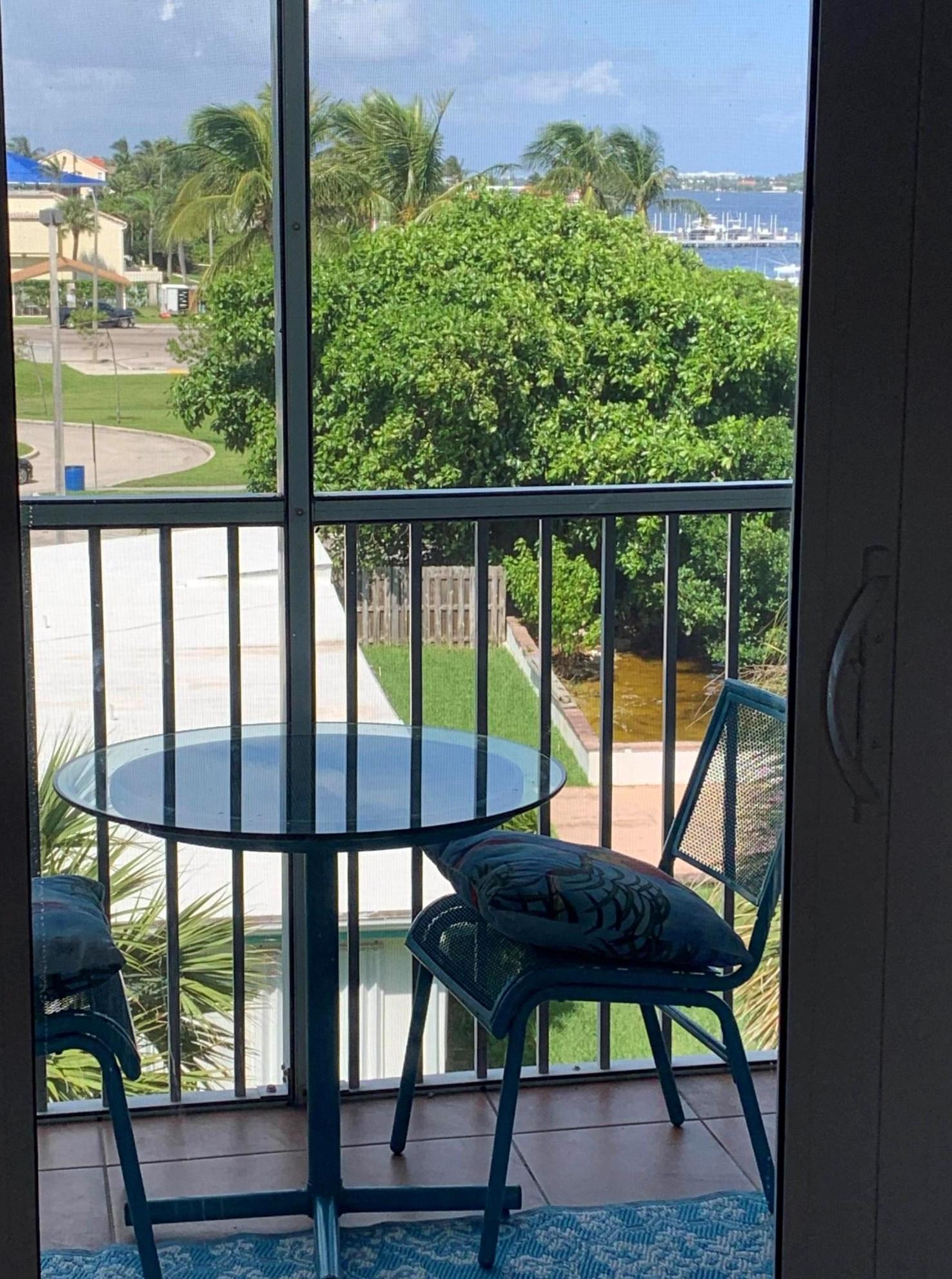 1820 New Palm Way, Boynton Beach FL  33435-2844 exterior