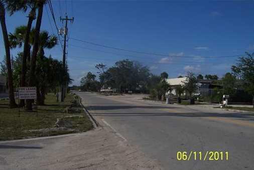 7037 Southern Boulevard - Photo 2