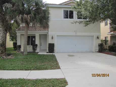 6113 Willoughby Circle - Photo 1