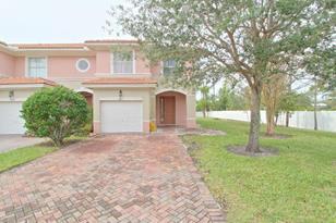 301 Seminole Palms Drive - Photo 1