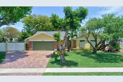 1242 NW 10th Court - Photo 1
