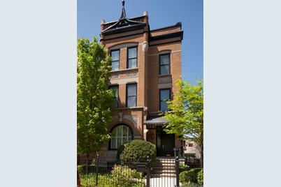 2046 North Clifton Avenue - Photo 1