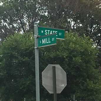 548 W State St - Photo 2