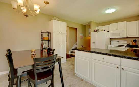 632 Moull Street - Photo 8