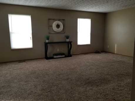 1095 Wesley Dr - Photo 4