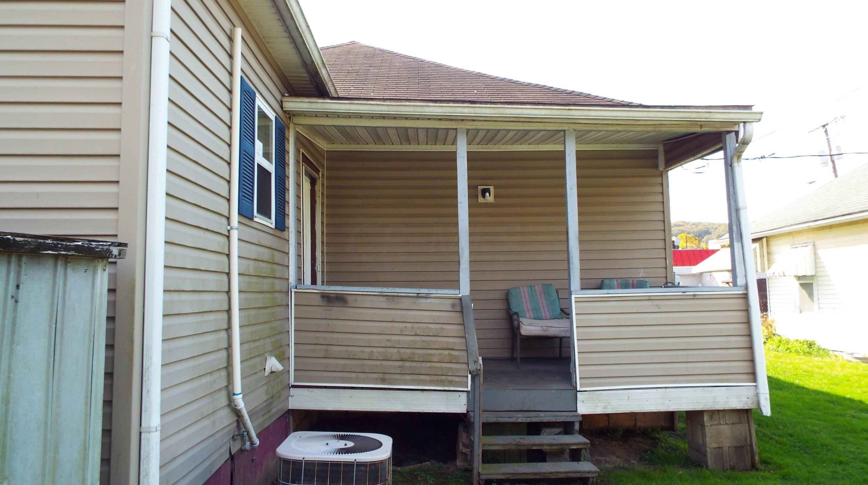 1012 Chestnut St, Nelsonville, OH 45764