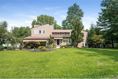 24 Rolling Way, New City, NY 10956