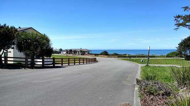 360 Shoreline Dr 29 - Photo 2