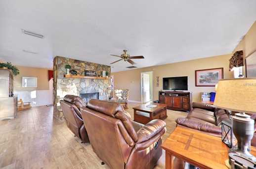 2949 Carriage Ct - Photo 6