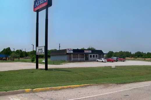 2105 N Interstate 35  N - Photo 2