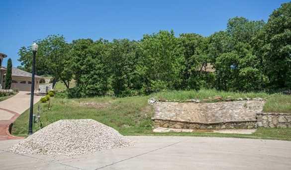 2303 Oak Bluff Dr - Photo 2