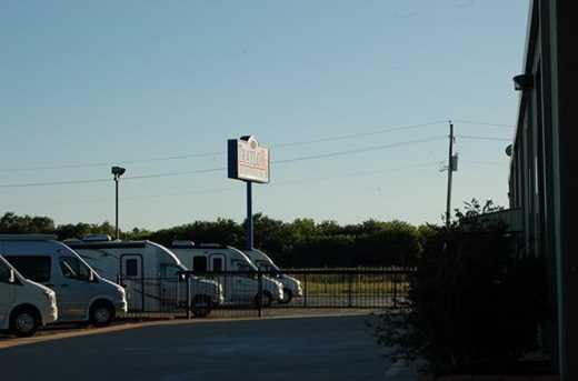 1216 N Interstate 45 - Photo 8