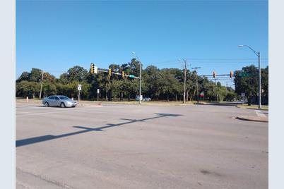 400 W Hurst Boulevard - Photo 1