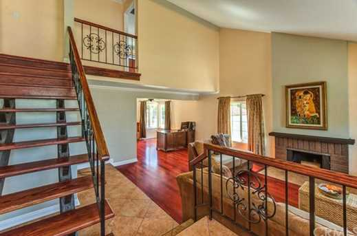 1551 Greenpoint Dr - Photo 4