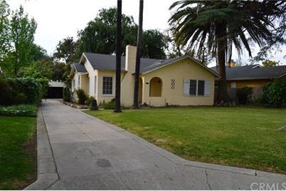 8539 California Avenue - Photo 1