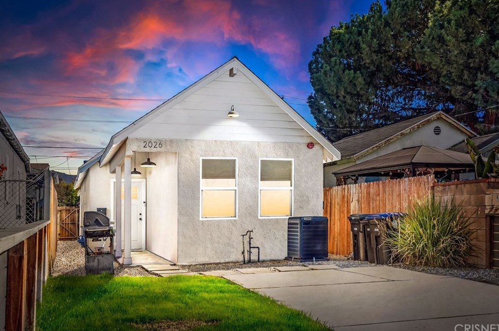 2026 N Buena Vista St, Burbank, CA 91504
